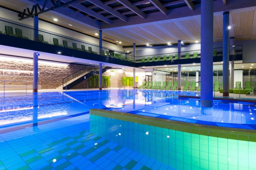 Public indoor pool ast eis und solartechnik gmbh for Heated pools for sale